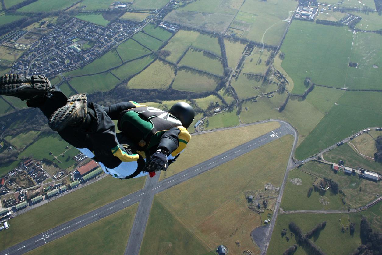 liste d'équipement de parachutisme
