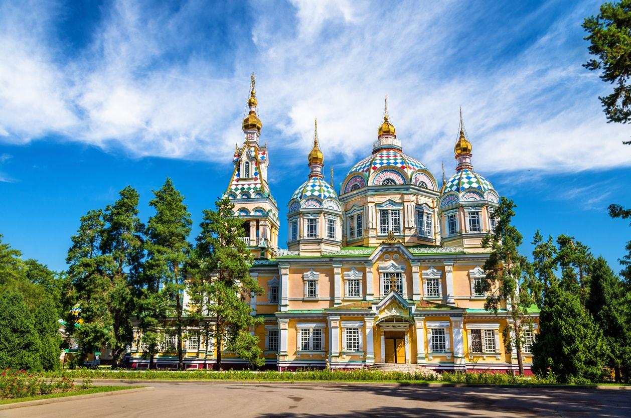 Almatı Zenkov Katedrali