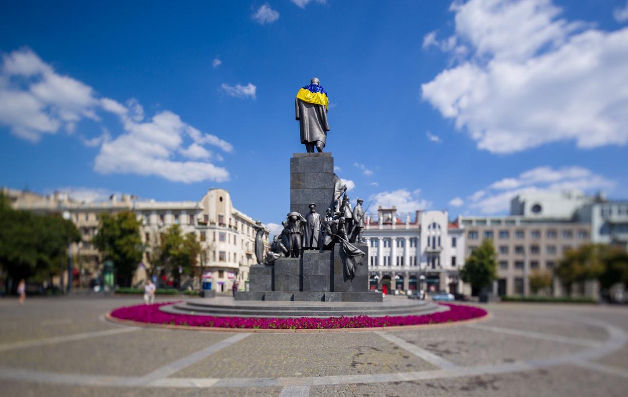 kharkiv shevchenko anıtı